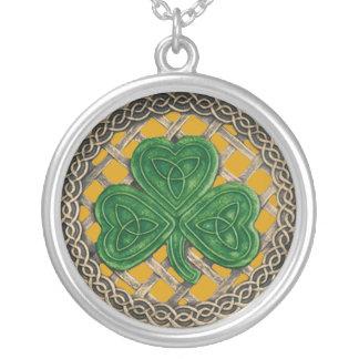 シャムロックおよびケルト結び目模様のネックレスの金ゴールド シルバープレートネックレス
