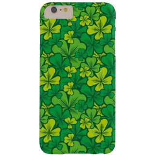 シャムロックが付いている幸運な緑パターン BARELY THERE iPhone 6 PLUS ケース