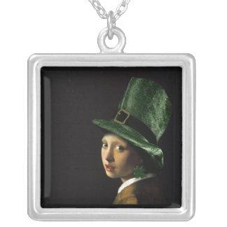 シャムロックのイヤリングを持つ女の子-セントパトリックの日 シルバープレートネックレス