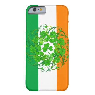 シャムロックの旗 BARELY THERE iPhone 6 ケース