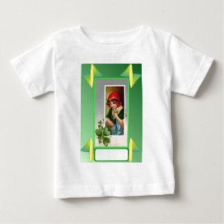 シャムロックを持つ娘 ベビーTシャツ