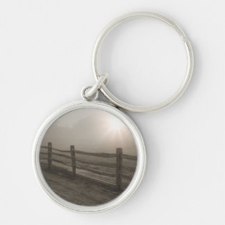 シャロンの近くの霧を通した塀そして日が差すこと キーホルダー