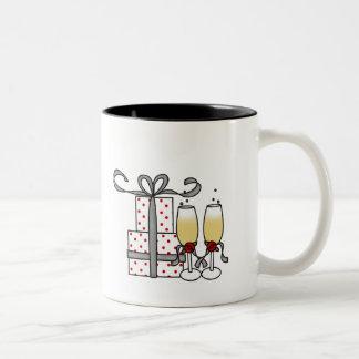シャンペンおよびギフトのマグ ツートーンマグカップ