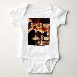 シャンペンのガラス金トースト ベビーボディスーツ