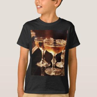 シャンペンのガラス金トースト Tシャツ