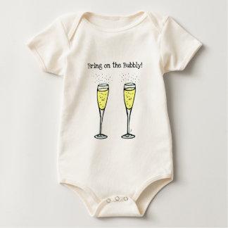 """シャンペンのトーストは""""快活ので持って来ます"""" ベビーボディスーツ"""