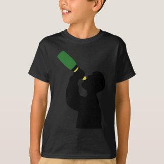 シャンペンの誕生日の大酒飲み Tシャツ