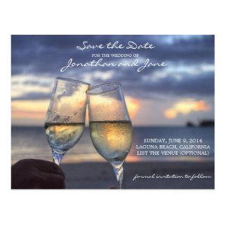 シャンペンガラスの保存を結婚するビーチの海日付 ポストカード
