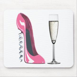 シャンペンピンクのコルクせん抜きの小剣の靴およびガラス マウスパッド