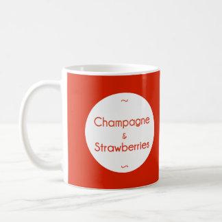 シャンペン及びいちご コーヒーマグカップ