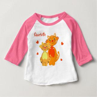 ショウガ猫および子ネコによってすごいかわいい名前入り ベビーTシャツ