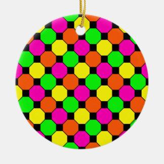 ショッキングピンクのオレンジ緑の黒い正方形の六角形 セラミックオーナメント