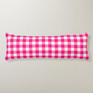 ショッキングピンクのギンガムパターン抱き枕 ボディピロー
