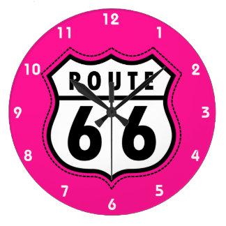 ショッキングピンクのルート66の交通標識 ラージ壁時計