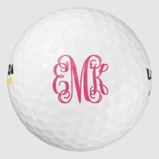 ショッキングピンクの原稿のモノグラムの名前入りなゴルフ・ボール ゴルフボール