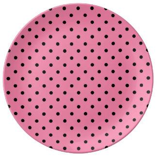 ショッキングピンクの小さく黒い水玉模様 磁器プレート
