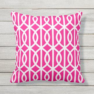 ショッキングピンクの屋外の枕ねじれの格子垣パターン クッション