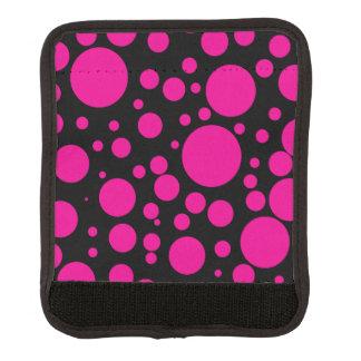 ショッキングピンクの水玉模様のラゲージハンドルラップ ラゲッジ ハンドルラップ