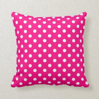 ショッキングピンクの水玉模様の枕 クッション