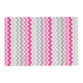 ショッキングピンクの灰色の灰色のグラデーションなシェブロンのジグザグパターン ラミネート プレート