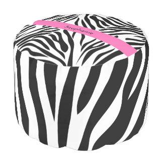 ショッキングピンクの白黒シマウマのプリント プーフ