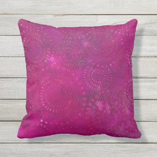 ショッキングピンクの紫色のボヘミアのろうけつ染めパターンデザイン アウトドアクッション