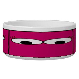 ショッキングピンクの背景の甘いモンスターの目