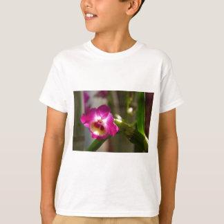 ショッキングピンクの蘭 Tシャツ