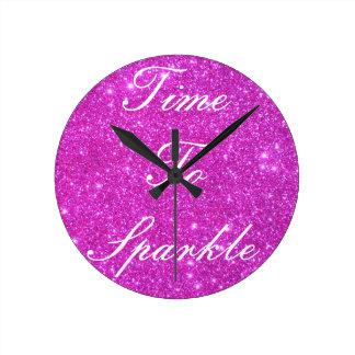 ショッキングピンクの輝きのきらびやかなCricketDianeの芸術 ラウンド壁時計