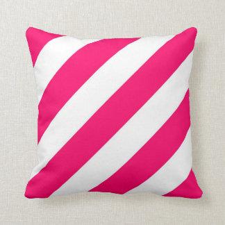 ショッキングピンクは縞で飾ります クッション