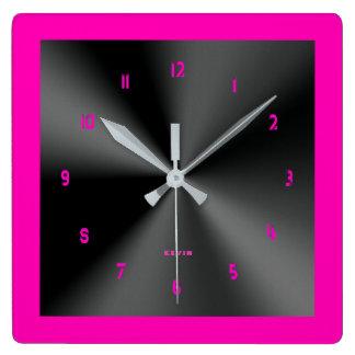 ショッキングピンク及び黒い光沢がある金属デザイン スクエア壁時計