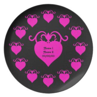 ショッキングピンク黒い結婚式のガーリーな愛ハート プレート