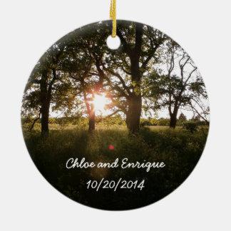 シルエットの木および日光の結婚式のオーナメント セラミックオーナメント