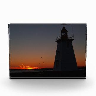 シルエットの灯台コピーの宇宙賞との日没 表彰盾
