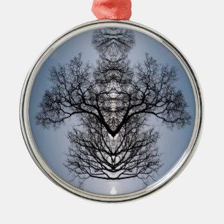 シルエットを描かれた木パターンおよび青空 メタルオーナメント