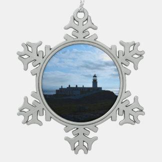 シルエットを描かれたNeistポイント灯台 スノーフレークピューターオーナメント