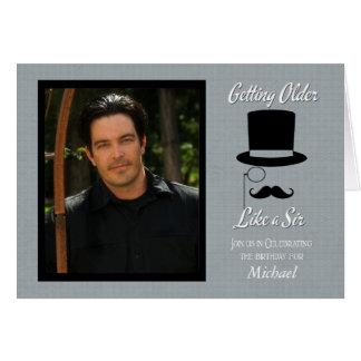シルクハットおよび髭を搭載するカスタムな誕生日の招待状 グリーティングカード