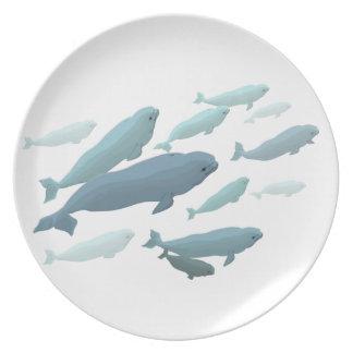 シロイルカのプレートのシロイルカのクジラはクジラのギフトの装飾を皿に盛ります プレート