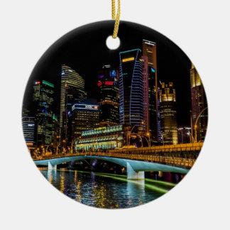 シンガポールのスカイライン、夜ライト セラミックオーナメント