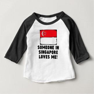 シンガポールの誰かは私を愛します! ベビーTシャツ