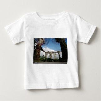 シンガポール-湾およびマリーナ湾の砂による庭 ベビーTシャツ