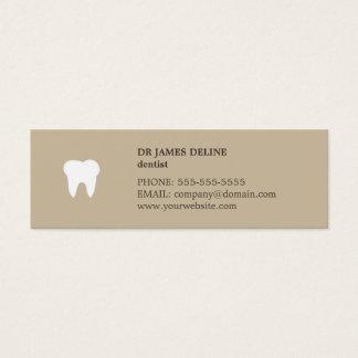 シンプルできれいなベージュ白い歯科医のアポイントメントカード スキニー名刺