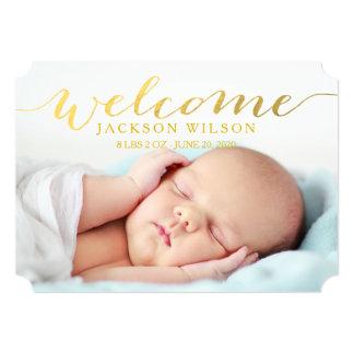 シンプルでモダンなベビーの誕生の写真の発表 カード