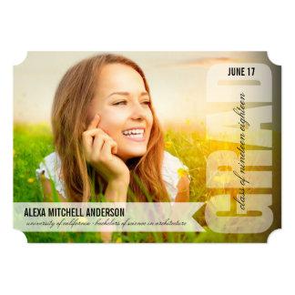 シンプルでモダンな卒業生の上敷の卒業の発表 12.7 X 17.8 インビテーションカード