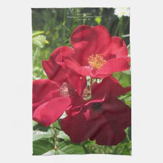 シンプルで赤いバラ キッチンタオル