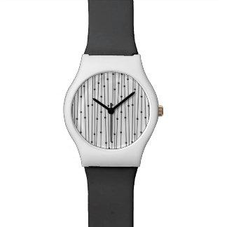 シンプルで黒い及び陰刻パターン腕時計 腕時計