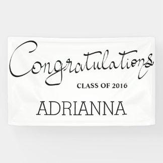シンプルなお祝いのタイポグラフィのエレガントな卒業生 横断幕