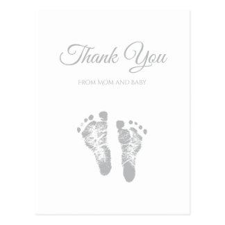 シンプルなベビーシャワーはモダンな灰色の足跡感謝していしています ポストカード