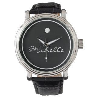 シンプルなモノグラムのスタイルの腕時計 腕時計