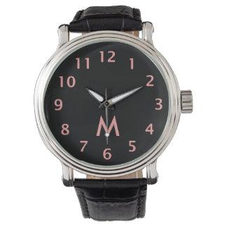 シンプルなモノグラムのピンク 腕時計